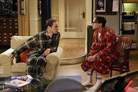 Sheldon elárulja Penny titkát Leonardnak :)
