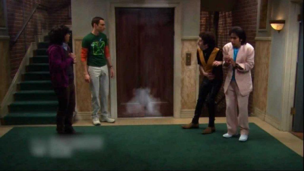 Robbanás az Agymenők liftjében