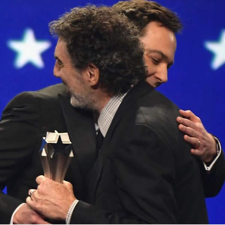 Jim Parsons és Chuck Lorre a Critical Choice díjátadón